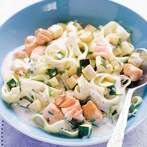 Tagliatelle met zalm en spinazie